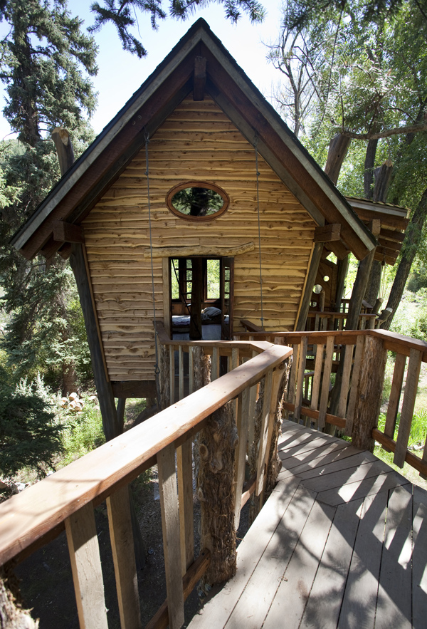 Mountain treehouse 58151 hometreehome for V shaped architecture