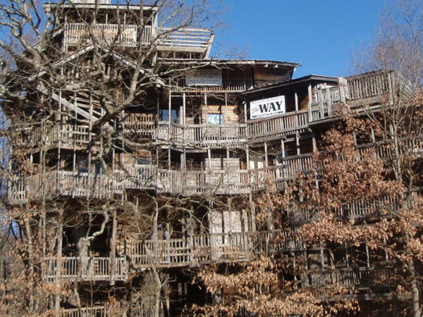 the biggest treehouse of the world built by horace burgess in crossville tennessee its 97 feet high used six trees as foundations with 10 floors and - Biggest Treehouse In The World 2015