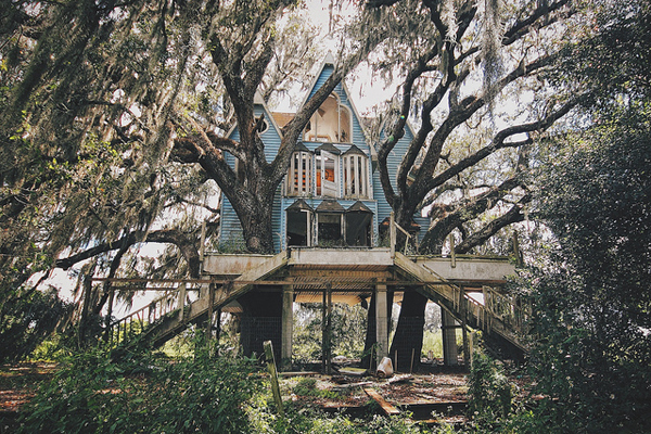 victorian-treehouse-pic-1